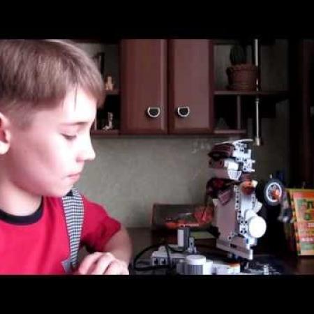 """Робот-танцор из """"LEGO Mindstorms"""""""
