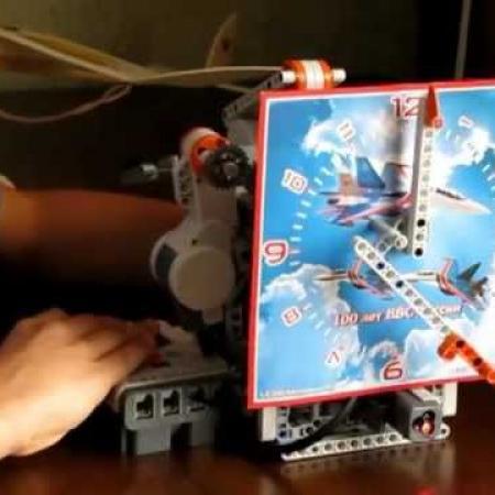 Часы из LEGO Mindstorms NXT 2.0
